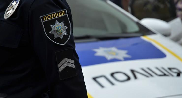 В Киеве мужчина избил и покусал полицейских