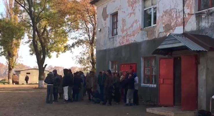 """Под Одессой """"фермеры"""" держали в рабстве почти 100 человек"""