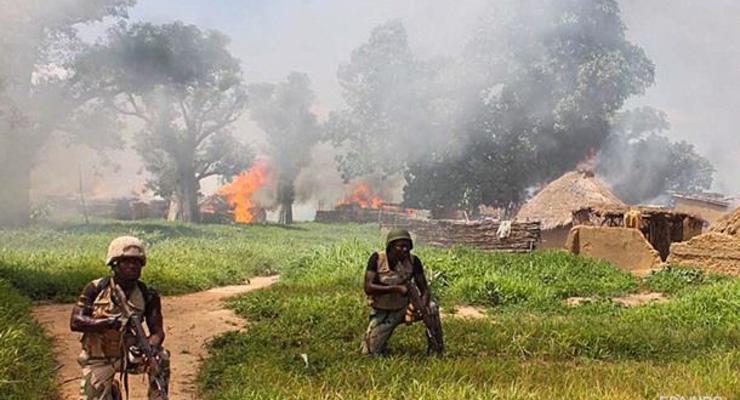 В Нигерии боевики сожгли военную базу