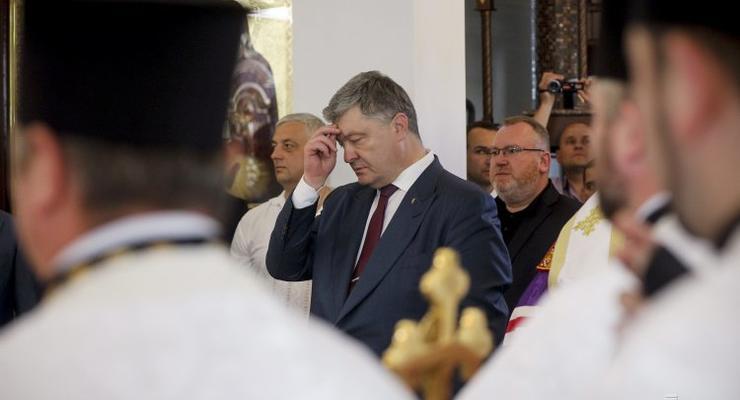 """Наместник Почаевской лавры написал письмо """"иподиакону"""" Порошенко"""