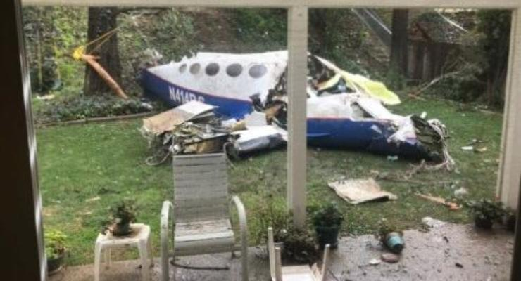 В США выросло число погибших при падении самолета на дом