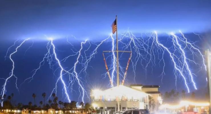 """В США зафиксировали """"молниеносный шторм"""""""