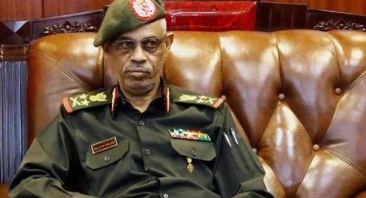 Глава военного совета Судана ушел в отставку