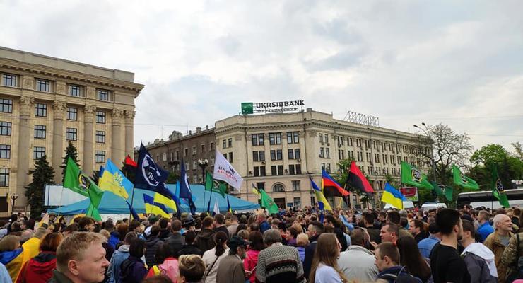 В Харькове митинг против сноса палатки волонтеров