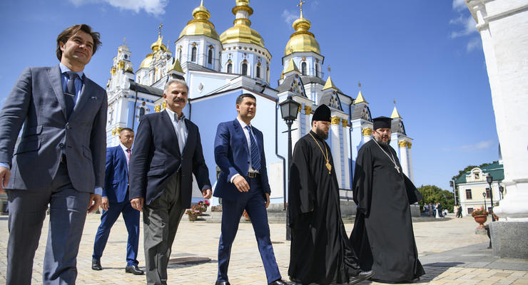 Гройсман передал для ПЦУ помещения в центре Киева
