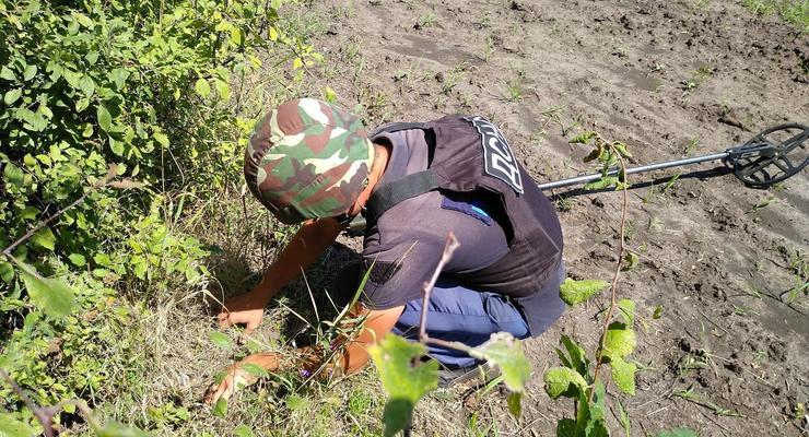 Возле моста в Станице Луганской нашли 35 мин и боеприпасов за сутки