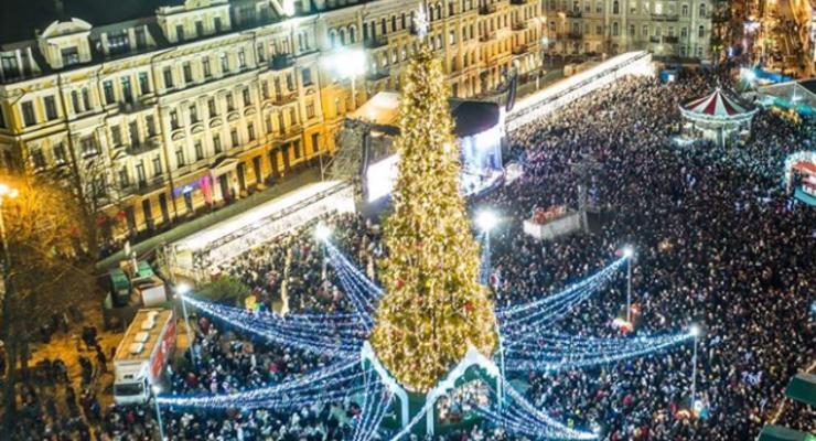 Более 100 тыс человек встретили Новый год на Софиевкой площади
