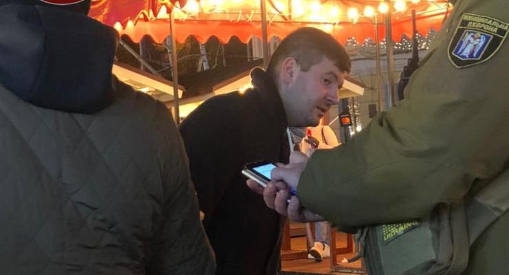 В Киеве пьяный мужчина разлил два казана с глинтвейном