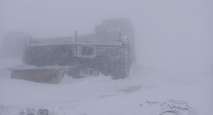 Заморозки и метель в Карпатах: Выпало 15 см снега