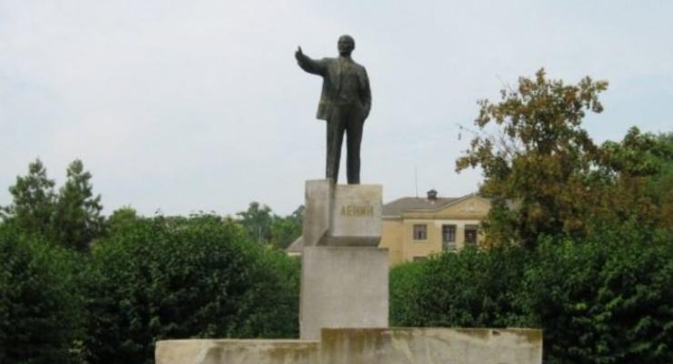Полиция расследует, почему в Одесской области стоят три памятника Ленину