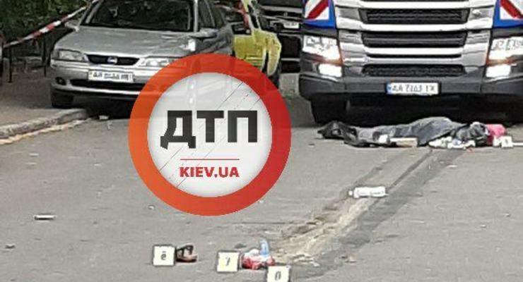 В Киеве пьяный водитель мусоровоза переехал женщину с ребенком