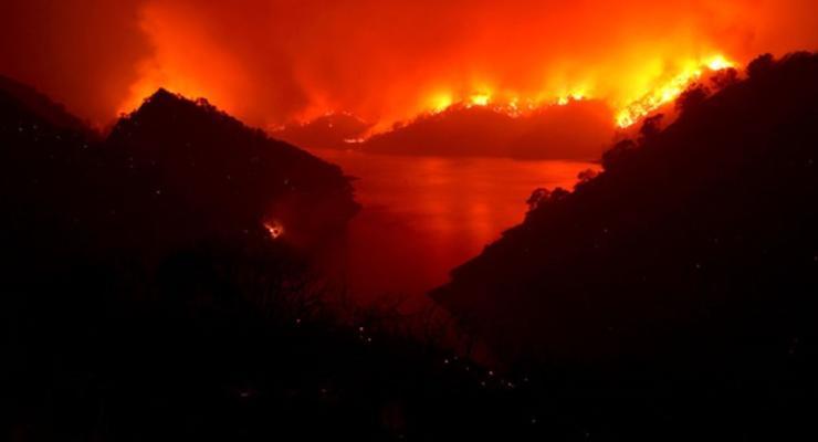В Калифорнии ввели режим ЧС из-за пожаров