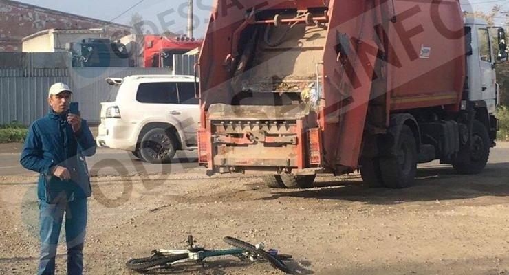 В Одессе мусоровоз сбил восьмилетнего ребенка