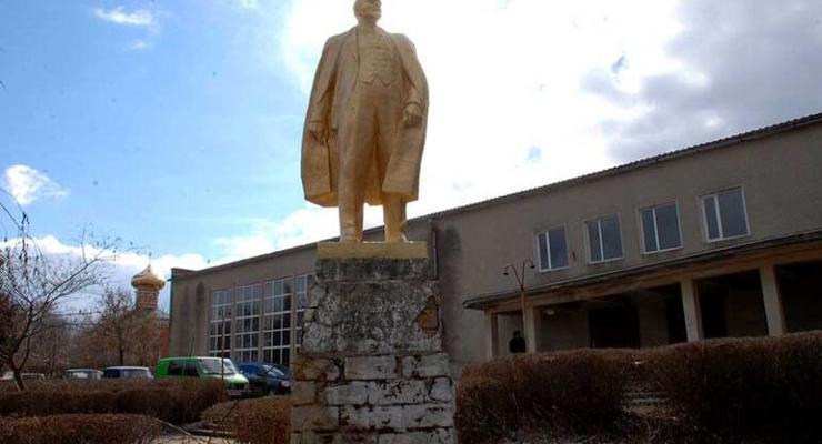 В одесском селе отказываются снести последний в регионе памятник Ленину