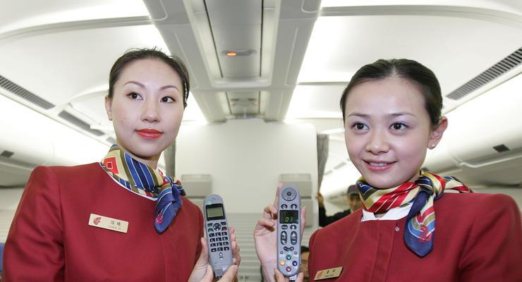 Китайским стюардессам посоветовали носить подгузники