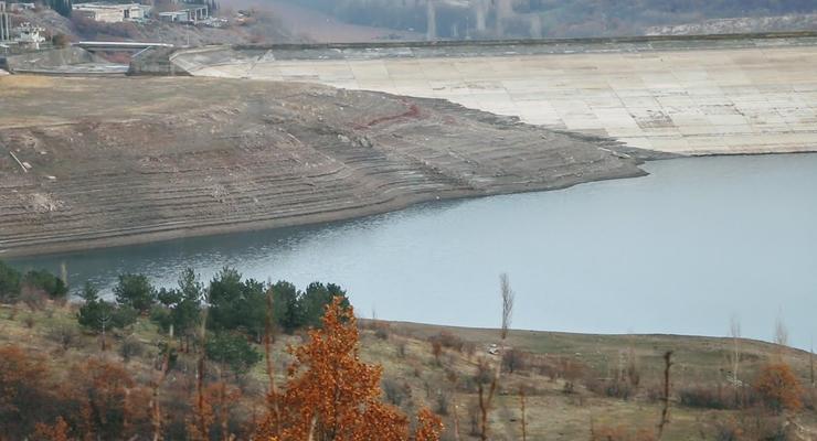 В сеть попали фото очередного высыхающего водоема в Крыму