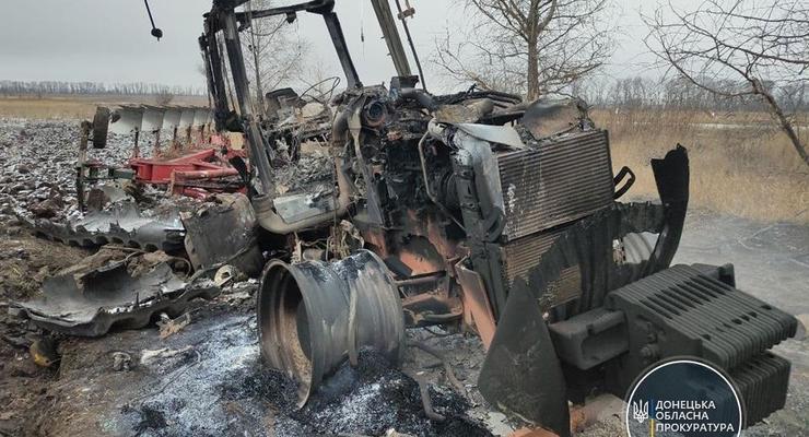 На Донбассе в поле подорвался трактор, есть пострадавший