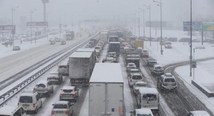Киев ограничил въезд грузовиков из-за непогоды