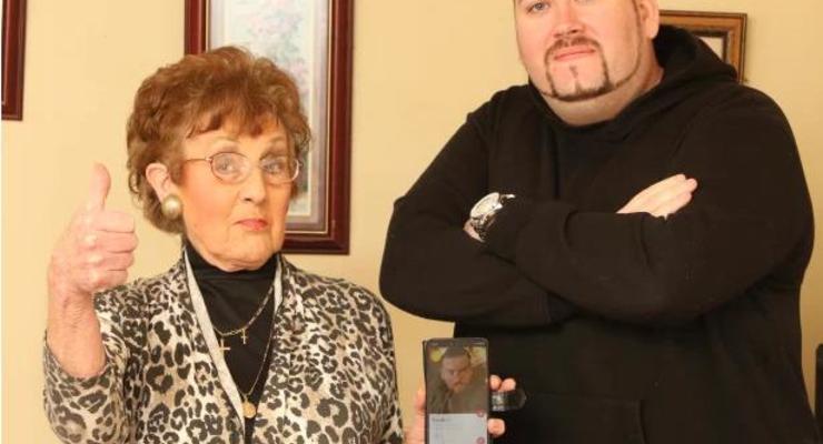 Старушка зарегистрировала одинокого внука в Tinder