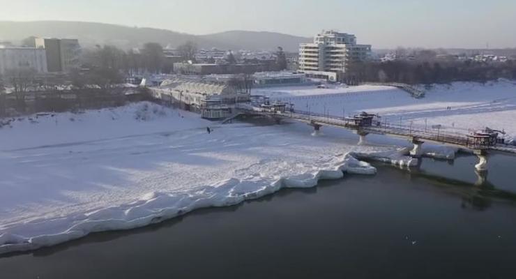 Берег Балтийского моря впервые замерз за много лет