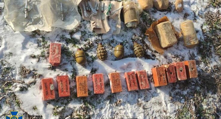 На Херсонщине возле военного объекта нашли склад взрывчатки