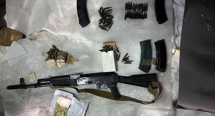 В Киеве у 28-летнего парня нашли склад оружия, 2 тыс патронов и гранаты