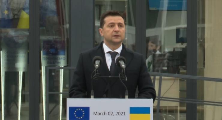 Украина стремится к миру на Донбассе дипломатическим путем – Зеленский
