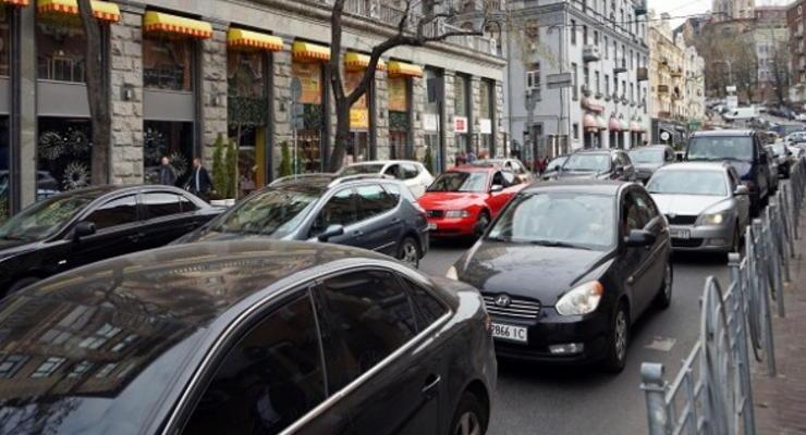 В Киеве все мосты и ряд улиц сковали пробки