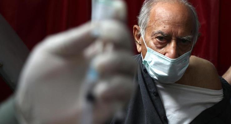 Финляндия одобрила вакцины AstraZeneca для людей старше 70 лет
