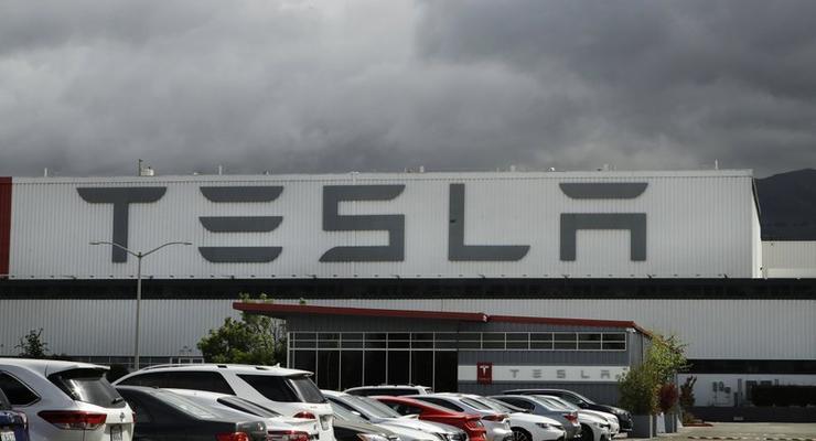 В США загорелся завод Tesla