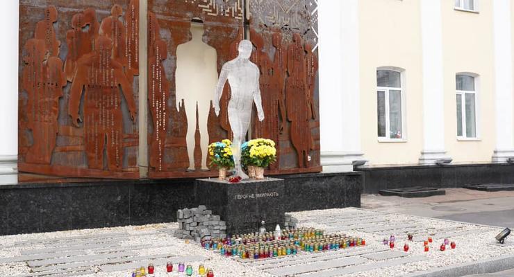 В Житомире надругались над памятником Героям Небесной Сотни