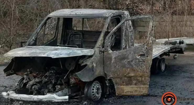 На фото показали, как в Днепре сгорел Спринтер