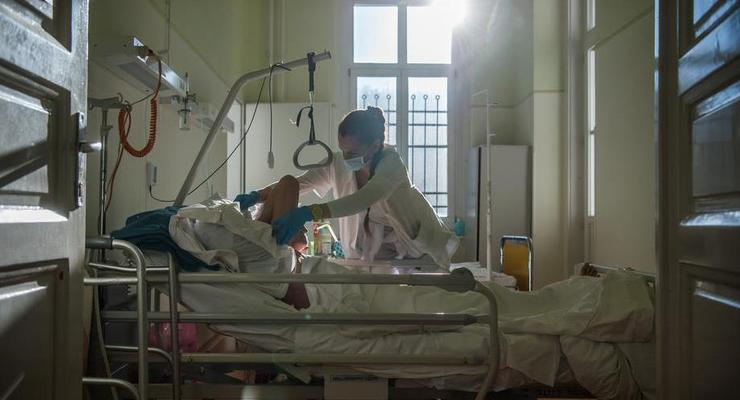 Впавшая в кому после вакцины AstraZeneca медсестра в Грузии умерла