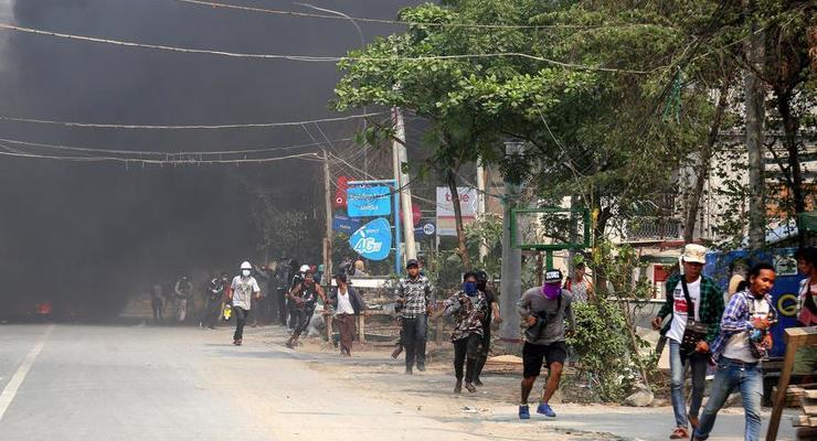 Военный переворот в Мьянме: ЕС ввел санкции против 11 человек