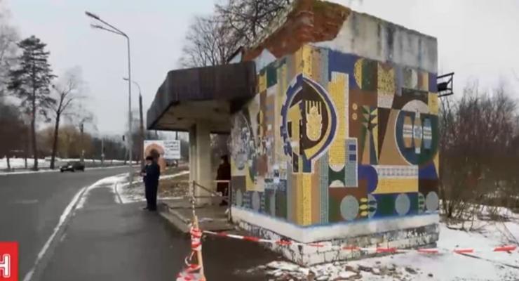 В Ровно на мужчину упал фрагмент бетонной остановки