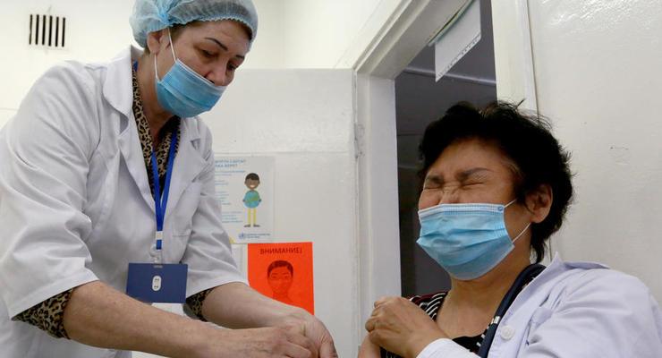 В Украине второй человек получил вторую дозу COVID-вакцины