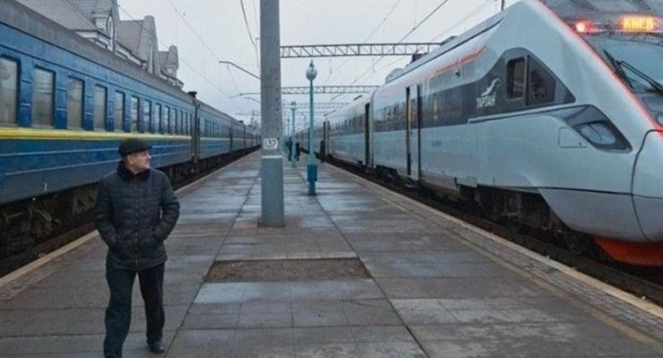 """Спецпоезда в """"красную"""" зону: новые рейсы"""