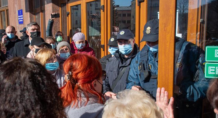 Мэр Ивано-Франковска возглавил протест против карантина