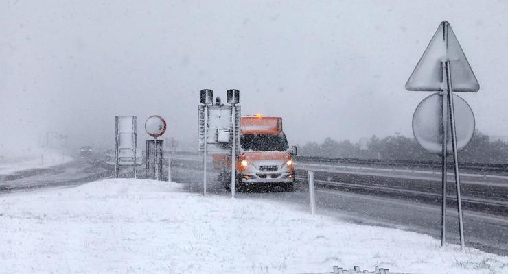 Снегопады в Хорватии вызвали транспортный коллапс