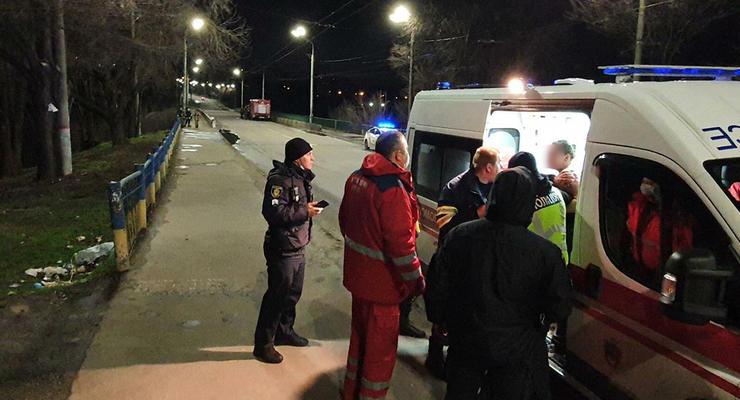 В Кривом Роге пьяная женщина спрыгнула с моста, но ее спасли