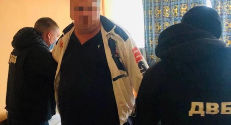В Киеве участковый полицейский наладил схему сбыта наркотиков