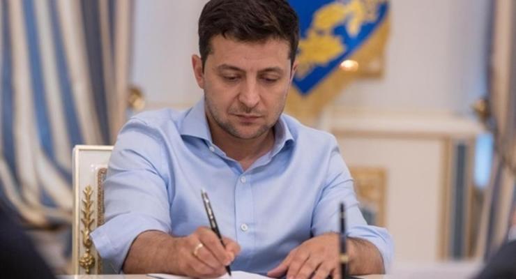 Зеленский ввел в действие санкции против Януковича