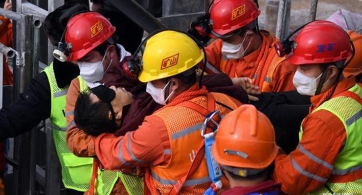 Авария на шахте в Китае: более 20 человек остались под землей