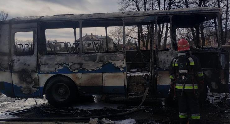 Под Львовом на ходу сгорел автобус: Водитель получил травмы