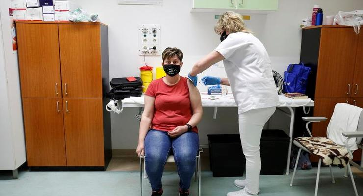 """""""Рекомендуем сделать паузу"""": в США после вакцины J&J возникли тромбозы"""
