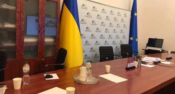 """Переговоры ТКГ отменили из-за """"общественного эксперта"""" сепаратистов"""