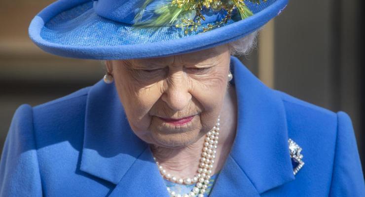 Елизавета II вернулась к королевским обязанностям