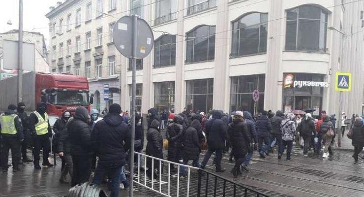 Во Львове ФОПы перекрыли центр, требуя ослабить карантин