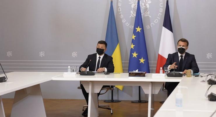 Президент Франции написал твит на украинском