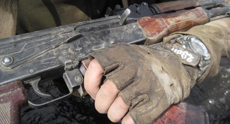 На Донбассе боевик выстрелил в 15-летнюю девочку